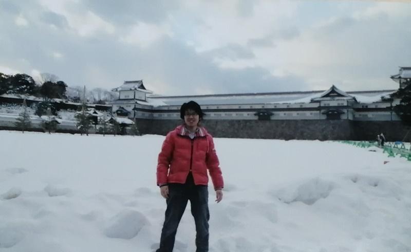 冬の金沢城公園。日本海側の冬は暗い。